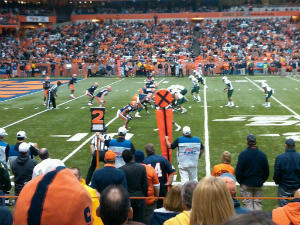 Syracuse vs USF on field action